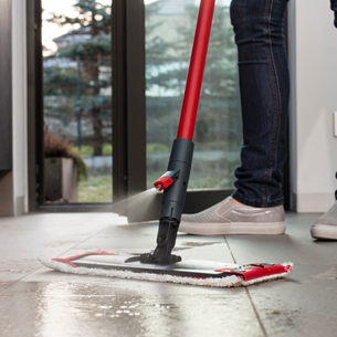 Vileda 1-2-Spray mop for modern cleaning.jpg